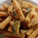 Sedanini zucchine speck robiola e pomodoro