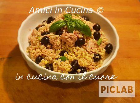 Insalata di grano, tonno bianco sott'olio ed olive nere
