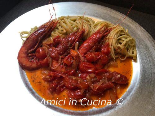 Linguine con salsa al prezzemolo gamberoni rossi e datterini