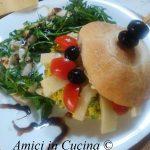 Panino con frittatina di zucchine e formaggio al tartufo
