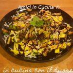 Straccetti di frittata con zucchine e scaglie di parmigiano