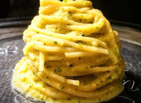 Spaghetti con crema di zucchine, tonno e peperoncino