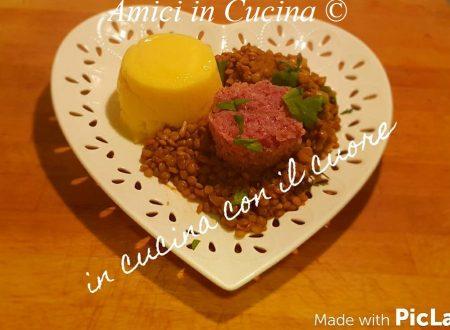 Polenta bramata con cotechino e lenticchie di Onano