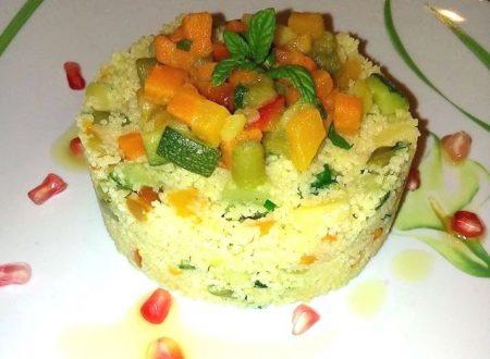 Tortino di couscous alle verdure con goccioline di melograno