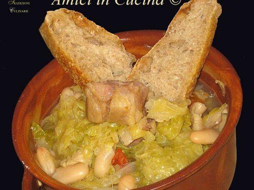 Zuppa di cavolo cappuccio e fagioli