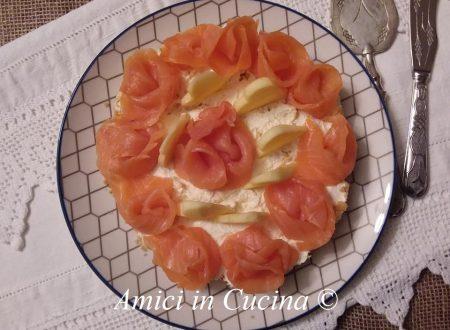 Cheesecake salata con salmone e mela