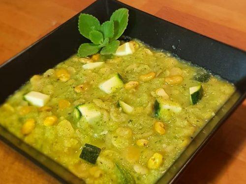 Zuppa con zucchine e fave