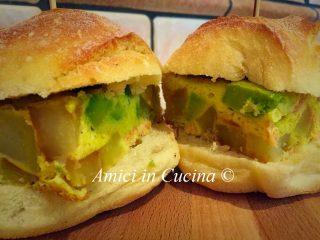 Frittata al forno con patate, salmone, avocado