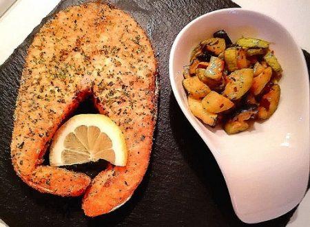 Trancio di salmone con zucchine all'aceto e menta
