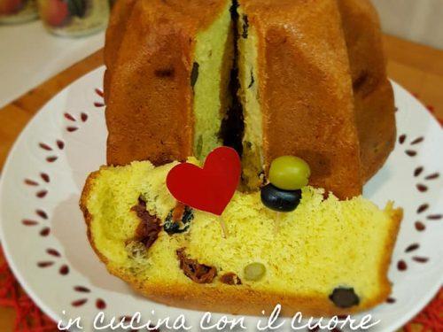 Pandoro salato con olive e pomodori secchi