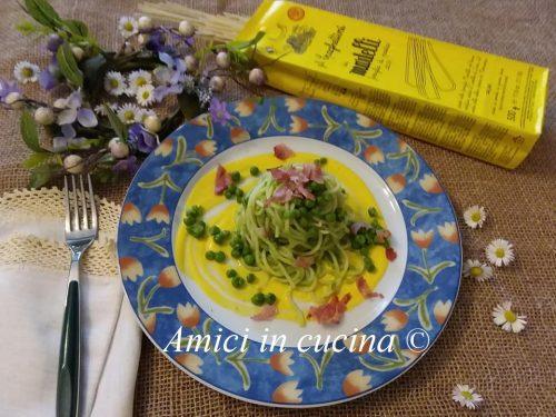 Spaghetti crema di piselli zafferano petali di prosciutto