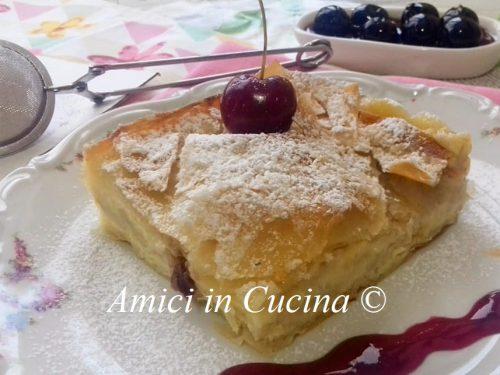 Torta sfogliata di pasta fillo con crema e amarene