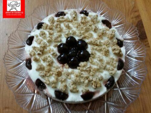 Cheesecake all'amarena con crunch all'avena