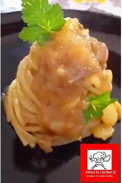 Spaghetti con la glassa di patate – video
