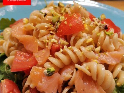 Pasta fredda a salmone e pomodorini
