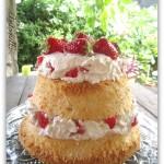 Torta angel cake con fragole alla crema di mascarpone e panna