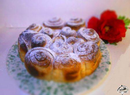 Torta di rose con crema ai pinoli