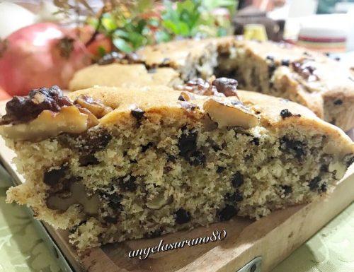 Torta con  farina integrale, gocce di cioccolato e noci
