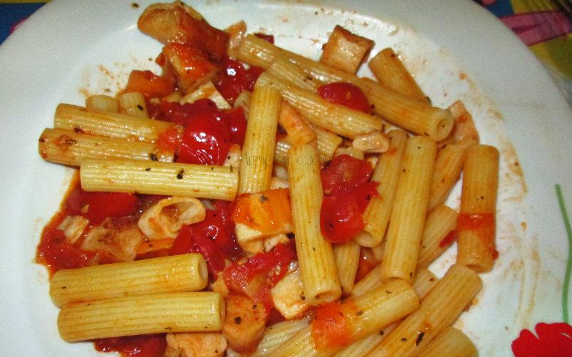 Pasta pomodorini e surimi di granchio