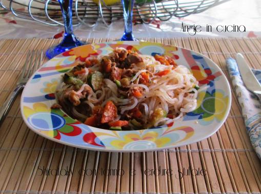 Shirataky con tonno e verdure stufate