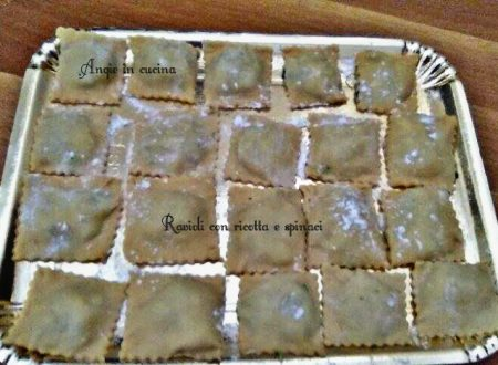 Ravioli con ricotta e spinaci pasta fresca