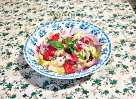 Insalata mista al profumo di basilico Ricetta vegetariana