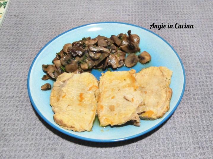 Lonza di maiale con funghi champignon