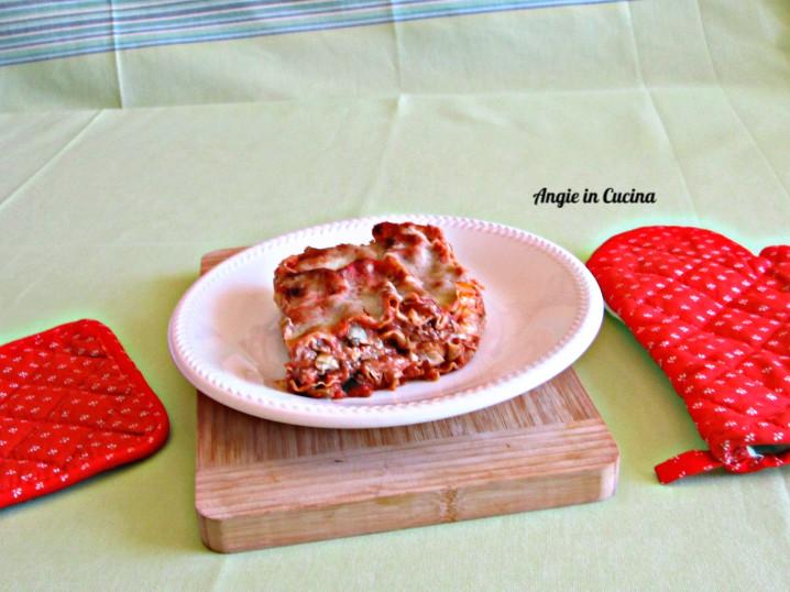 Lasagne sottili al ragu' di agnello e funghi