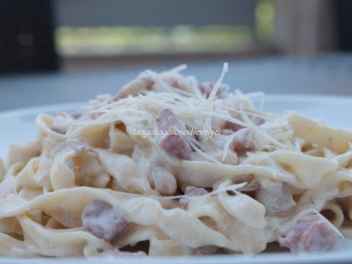 Tagliatelle homemade con funghi, pancetta e panna…