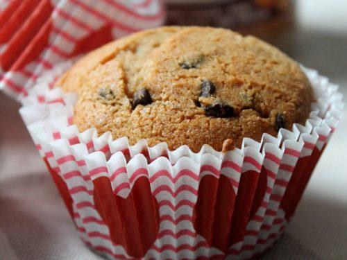 Muffin con burro d'arachidi e gocce di cioccolato