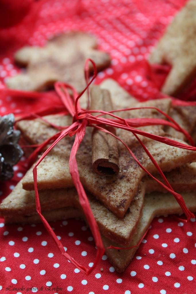 Biscotti natalizi al burro salato e spezie