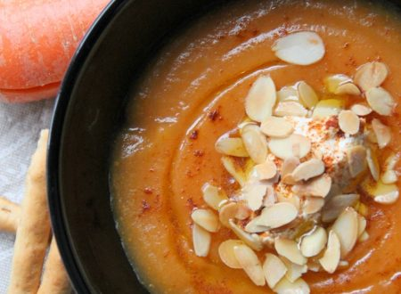 Vellutata di carote con fiocchi di latte e paprika