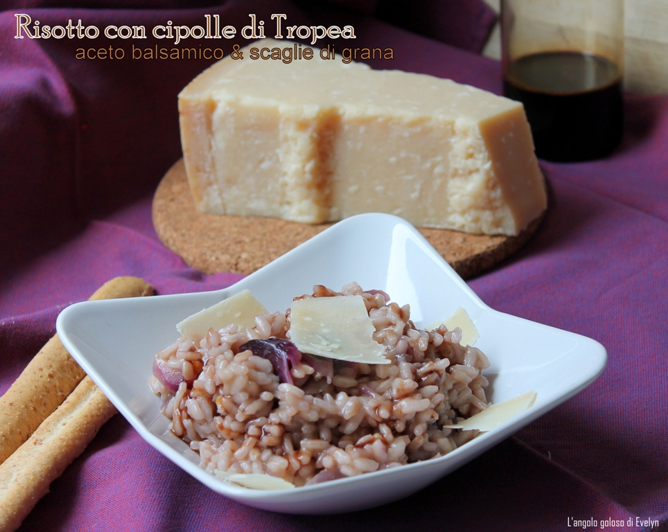 Risotto con cipolle caramellate, aceto balsamico e scaglie di grana