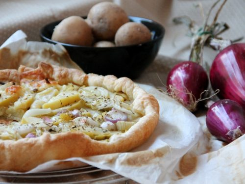 Torta salata con cipolle e patate