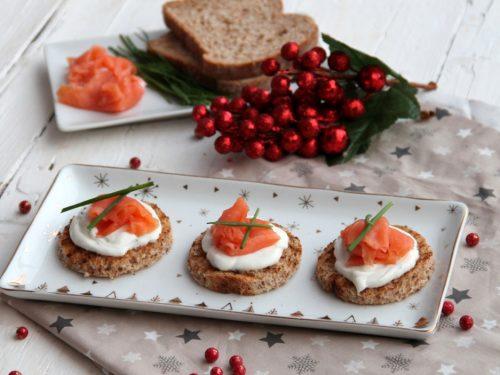 Tartine con salmone e yogurt greco