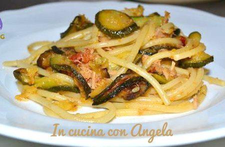 Spaghetti con zucchine e tonno