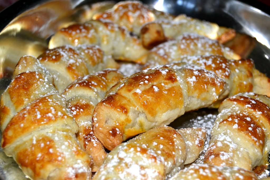 Cornetti di pastasfoglia con nutella.