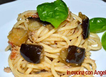 Spaghetti con melanzane e tonno