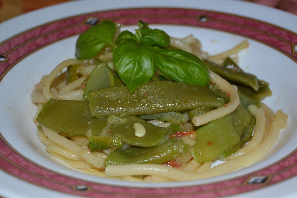 Pasta con fagiolini, zucchine e patate.