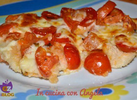 Petto di pollo con pomodorini e scamorza