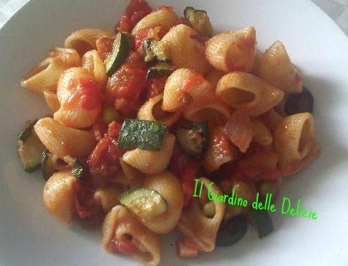 Conchiglie con funghi piselli e zucchine, primo verdura
