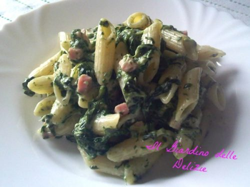 Mezze penne gorgonzola e spinaci