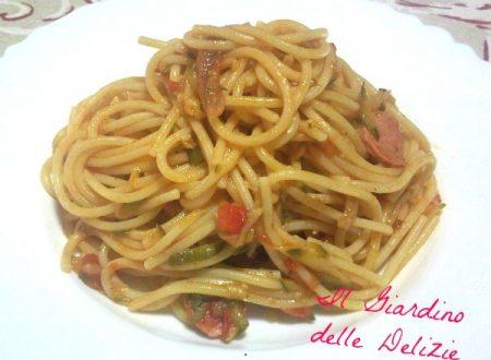 Spaghetti wurstel e zucchine