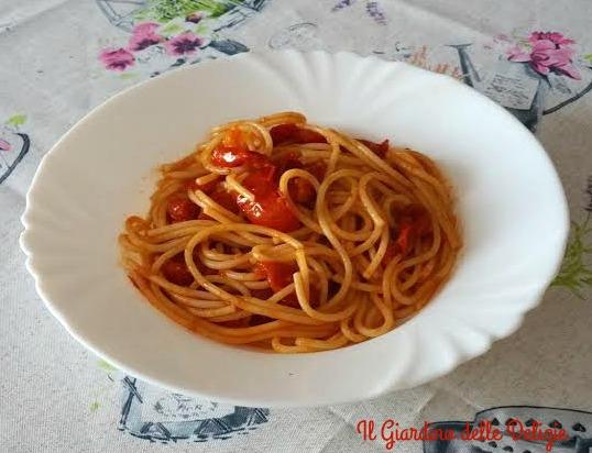 Spaghetti con pomodori pizzuttelli