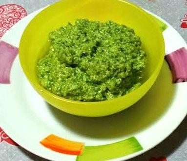 Pesto con foglie di sedano e mandorle