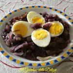 Uova sode e cipolle di tropea