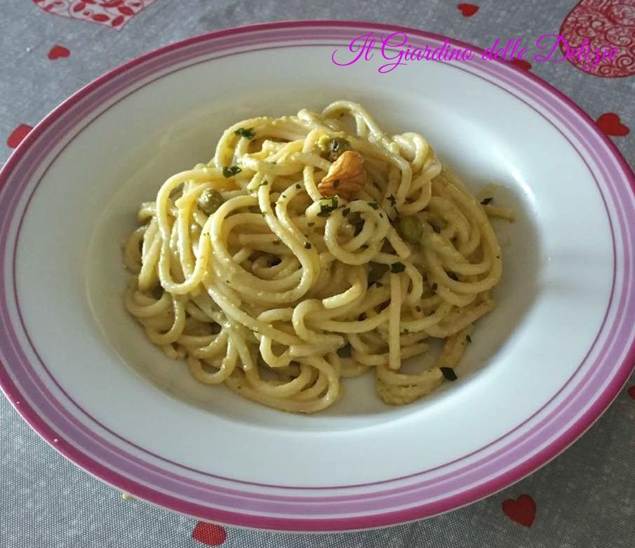 Pesto di piselli noci e basilico