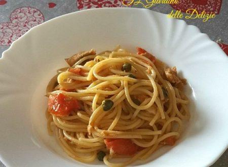 Spaghetti sgombro e pomodori agrodolci