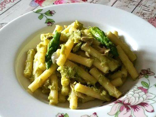 Sedanini con crema di asparagi e pancetta dolce