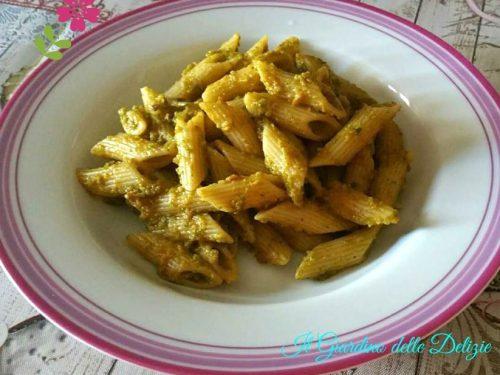 Pesto con pomodorini essicati e zucchine